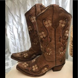 Circle G by Corral leather cowgirl boots. 9.5